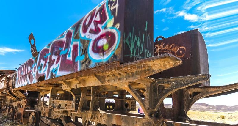 Получившиеся отказ великобританские локомотивы на античном кладбище поезда на Саларе de Uyuni стоковое фото rf