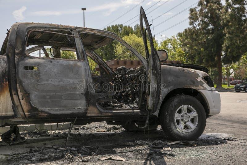 Получившийся отказ, который сгорели автомобиль в парковке Закройте вверх расплавленного интерьера стоковые изображения rf