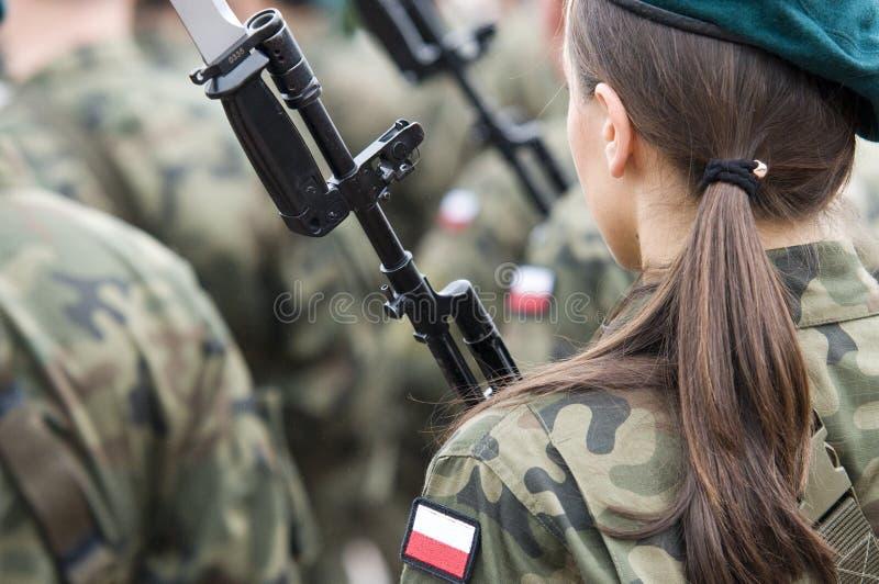 Польская армейская часть с женщинами стоковая фотография