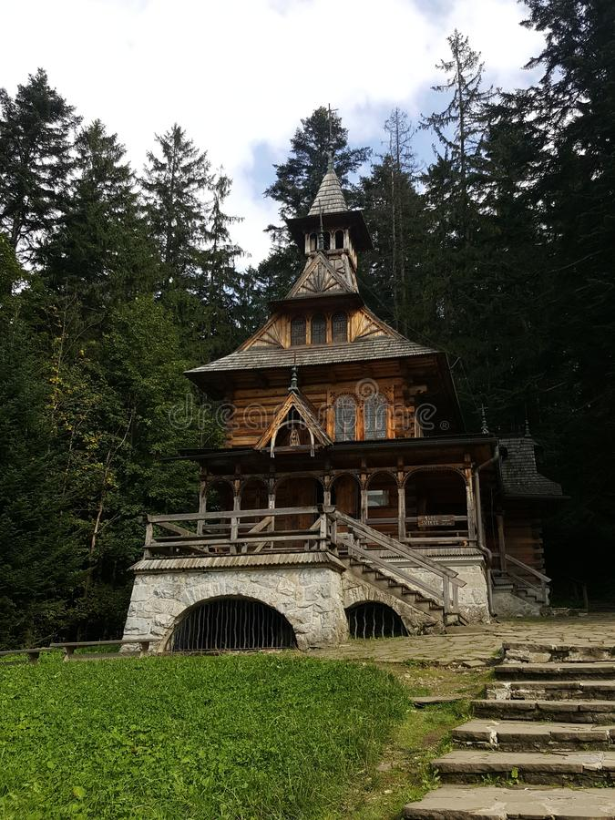 Польша, Malopolska, Zakopane - маленькая церковь стоковые изображения rf