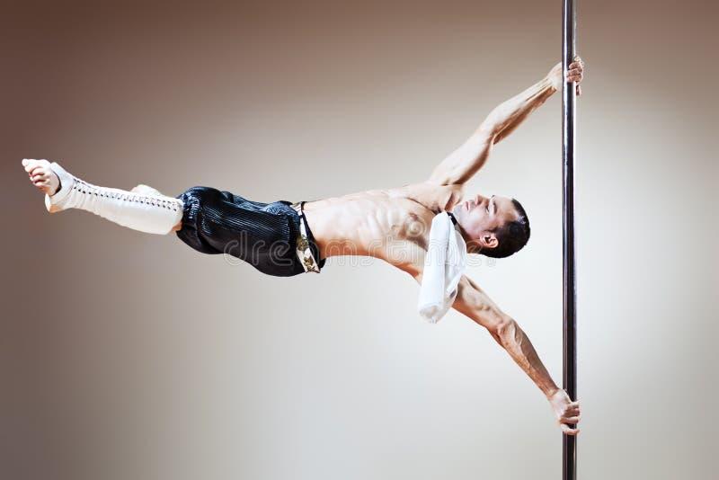 полюс человека танцульки стоковое фото rf