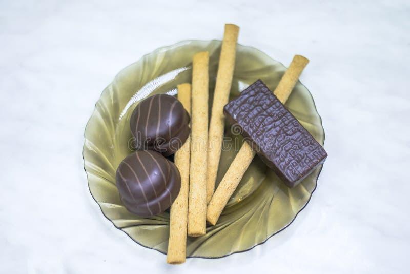 Помадки, печенья на плите Вафли, сладкое суфле ручек стоковое фото rf