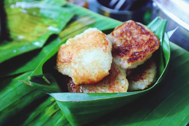 Помадки удальца в Таиланде сделали из пшеничной муки, положенной в листья банана стоковое фото rf