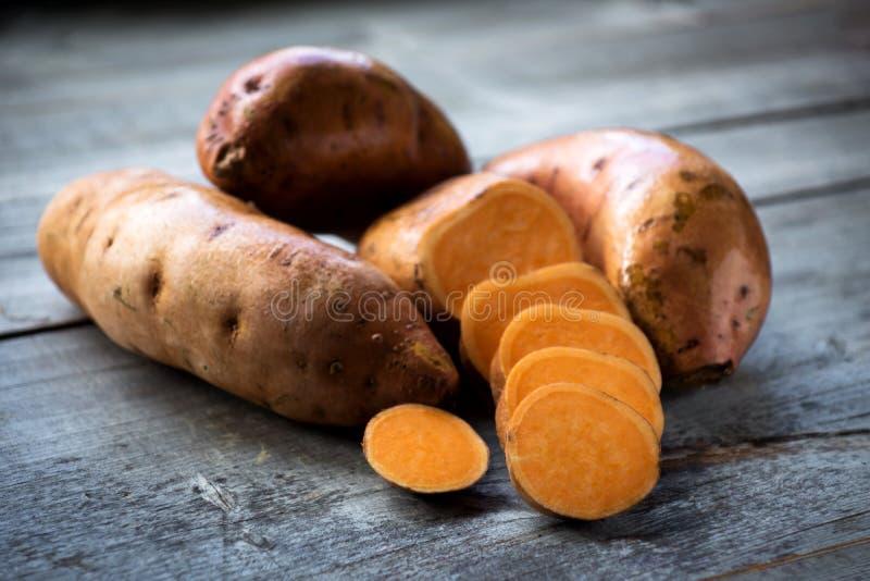 помадка картошек сырцовая стоковое изображение rf