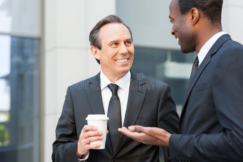 Download помадка чашки круасанта кофе пролома предпосылки Стоковое Фото - изображение насчитывающей идеи, жизнерадостно: 40584566