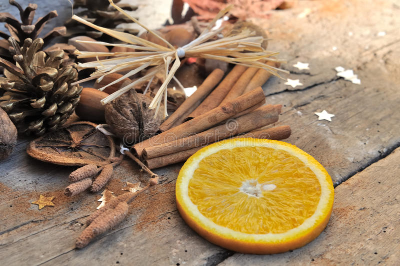 Помеец и циннамон для десерта стоковое изображение