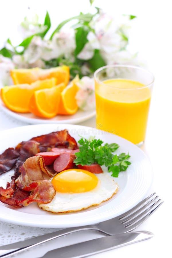 помеец сока завтрака бекона зажаренный яичком стоковые изображения