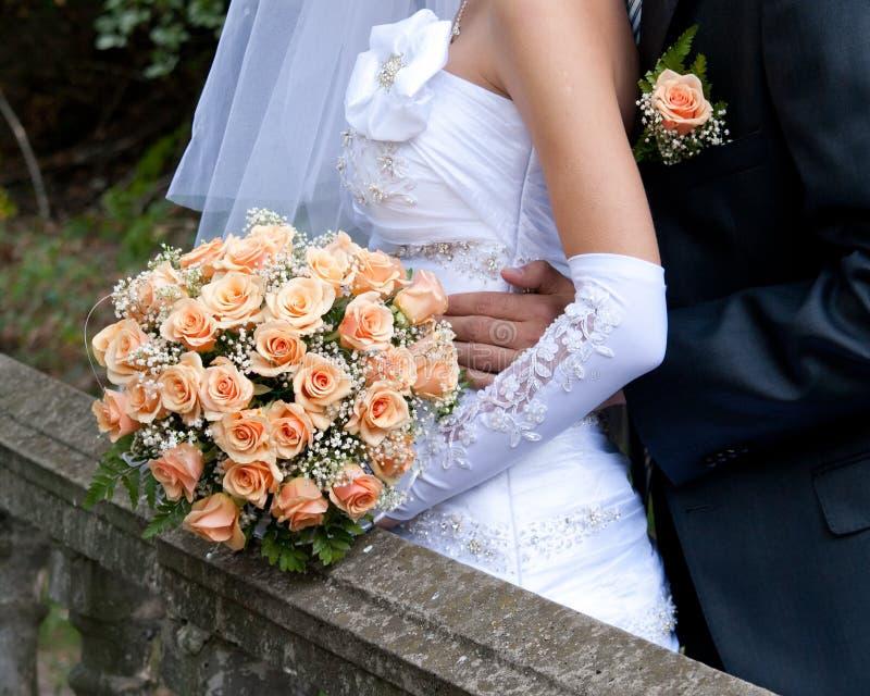 помеец удерживания детали невесты букета стоковые изображения