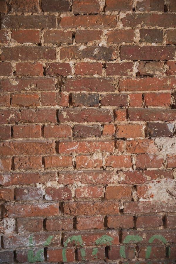 Померанцовая кирпичная стена вертикальные текстура и предпосылка стоковые изображения