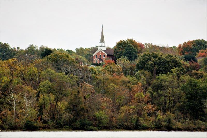 Поместье и католическая церковь St. Thomas стоковая фотография rf