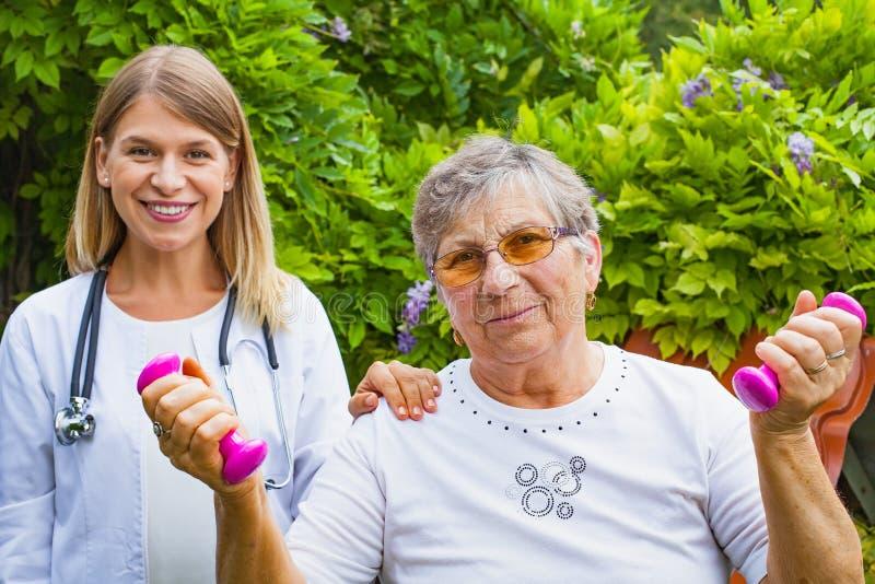 Помогать физиотерапия стоковые фотографии rf