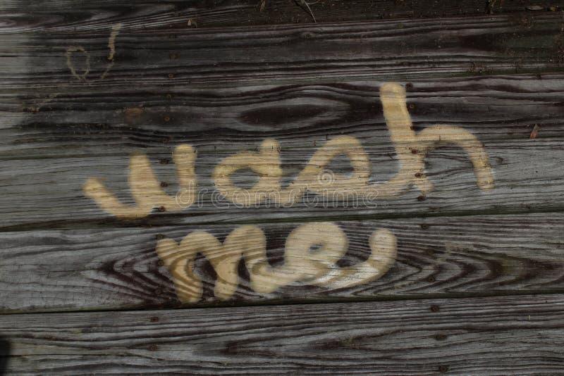 Помойте меня древесина концепции помытая силой пакостная стоковое изображение rf