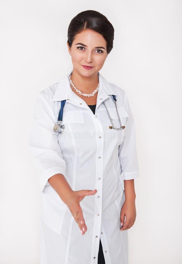 Помощь руки доктора женщины предлагая для рукопожатия стоковая фотография rf