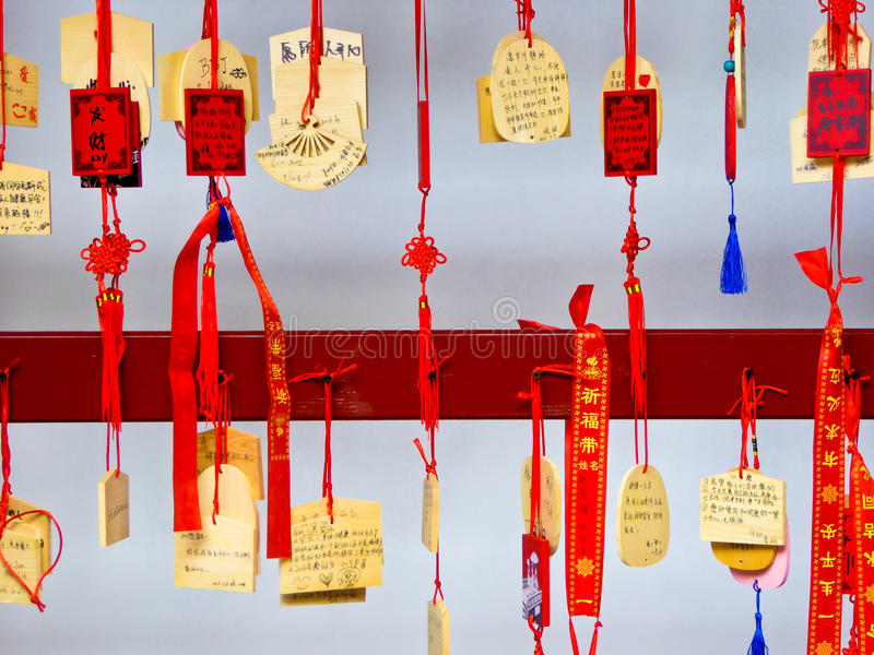 Помолите доски внутри башни Leifeng стоковая фотография rf