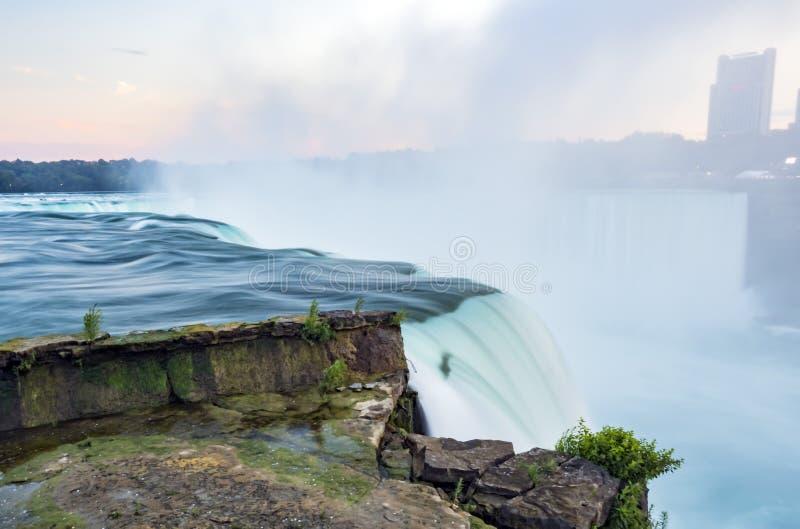 понижается заход солнца niagara Долгая выдержка - silk вода New York стоковая фотография