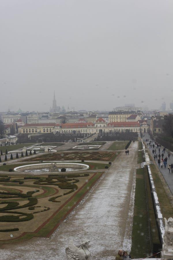 Понизьте бельведер, свой парк и городской пейзаж вены стоковые фото