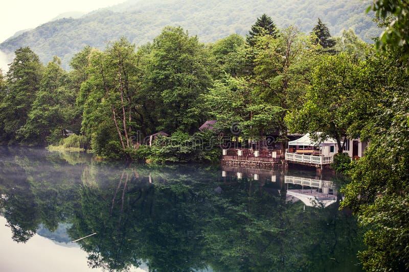 Понизьте голубое озеро Kel-Ketchhen karst стоковое изображение rf