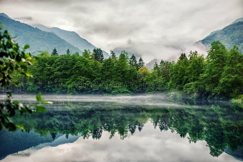 Понизьте голубое озеро Tserik-Kul Kabardino-Balkaria стоковые фотографии rf