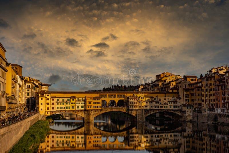 Понте-Веккио на закате стоковое изображение