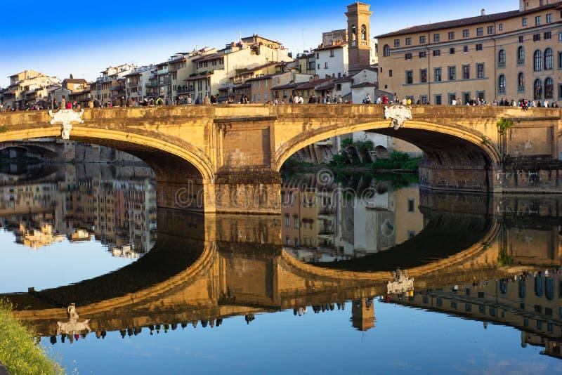Понте-Санта-Тринита Сент-Тринити-мост Флоренция стоковые изображения rf