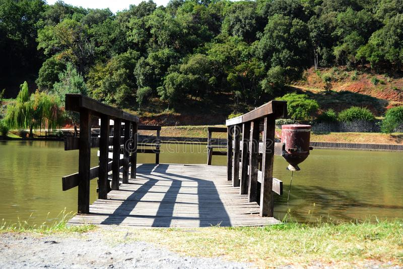 Понтон на озере стоковая фотография rf