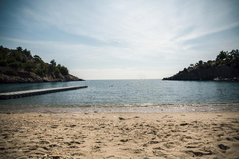 Понтон на пляже стоковое фото rf