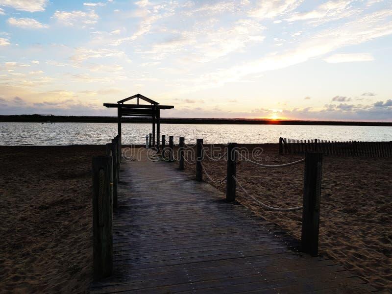 Понтон пляжа Marennes однажды вечером стоковое изображение rf