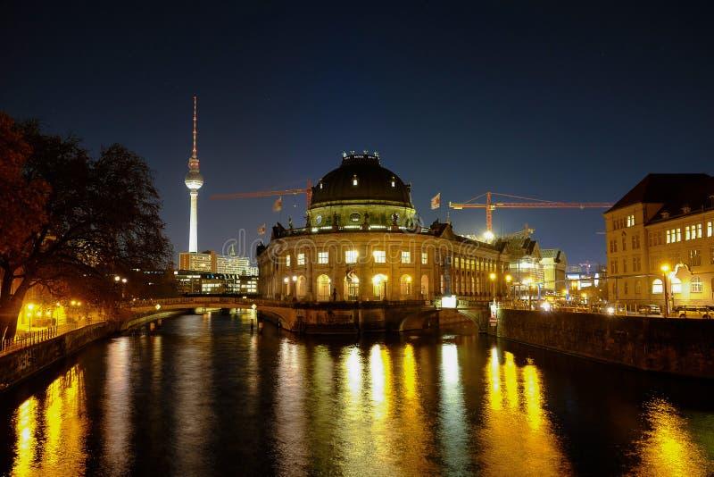 Пообещанные музей и ТВ-башня Берлин, Германия - 29 11 2016 стоковая фотография rf