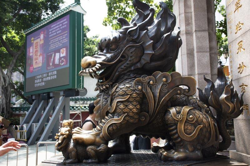 Попечитель дракона Qilin камня скульптуры на входе Wong Tai Sin Temple на Kowloon в Гонконге, Китае стоковое фото