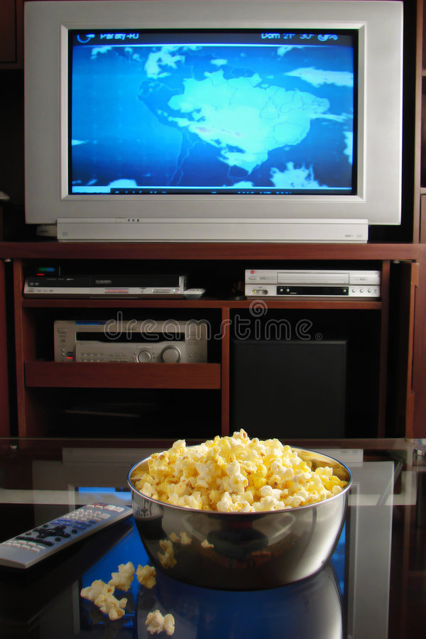попкорн tv стоковое фото rf