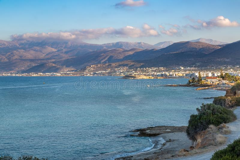 Поплавайте вдоль побережья около городка Sarantaris, Крита, Греции стоковое изображение rf