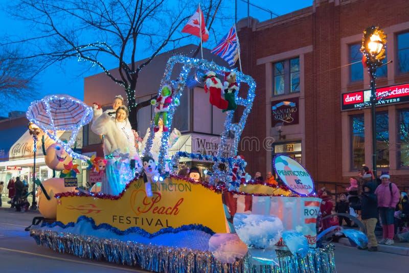 Поплавок фестиваля персика Penticton на ежегодном параде Санта Клауса стоковая фотография rf