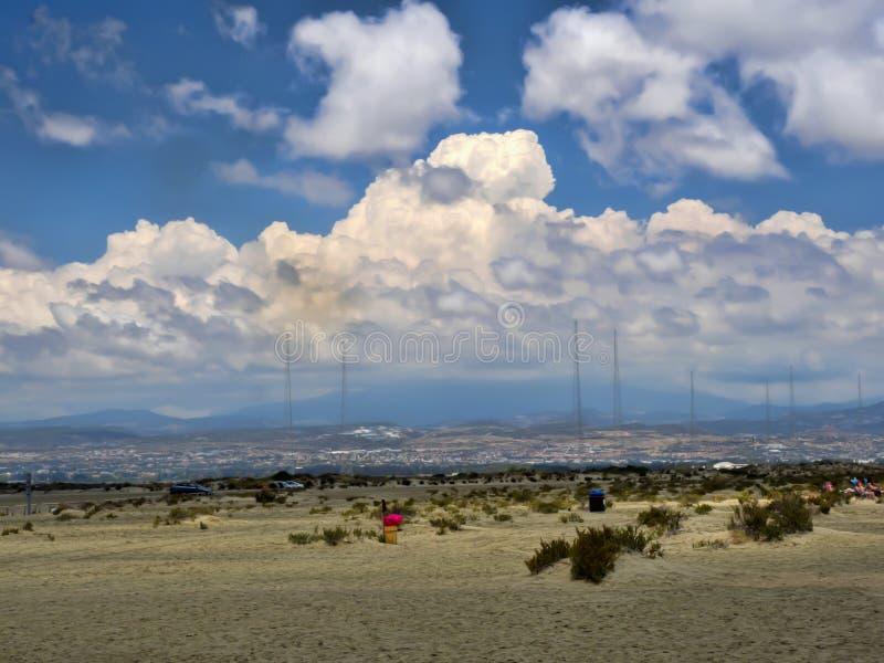Популярный пляж Лимасол мили ` s дамы, Кипр стоковое фото rf