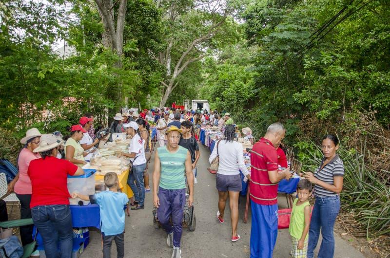 Популярный рынок в улицах Isla Маргариты стоковое фото