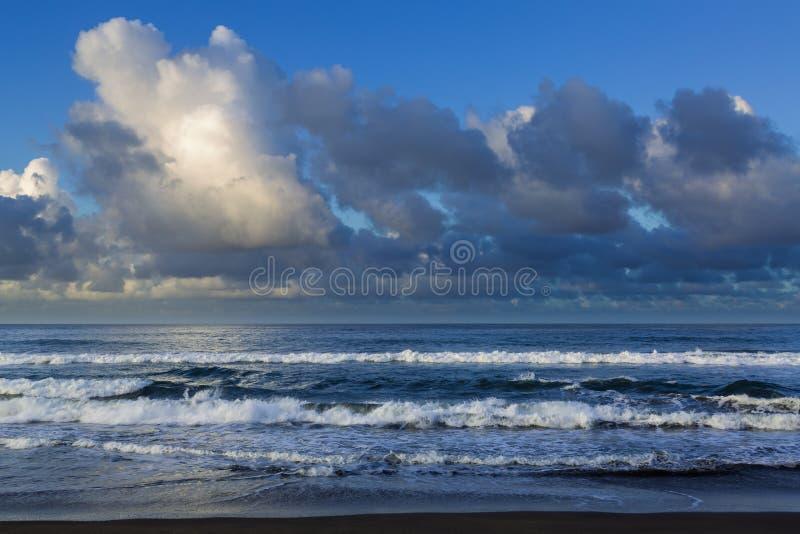 Поплавайте вдоль побережья городок жулика Sao на острове Sao Мигеля стоковая фотография