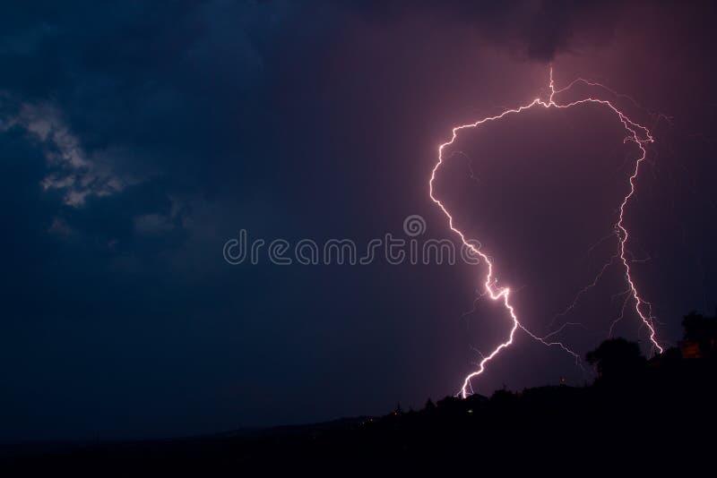 Поражать удара молнии стоковая фотография