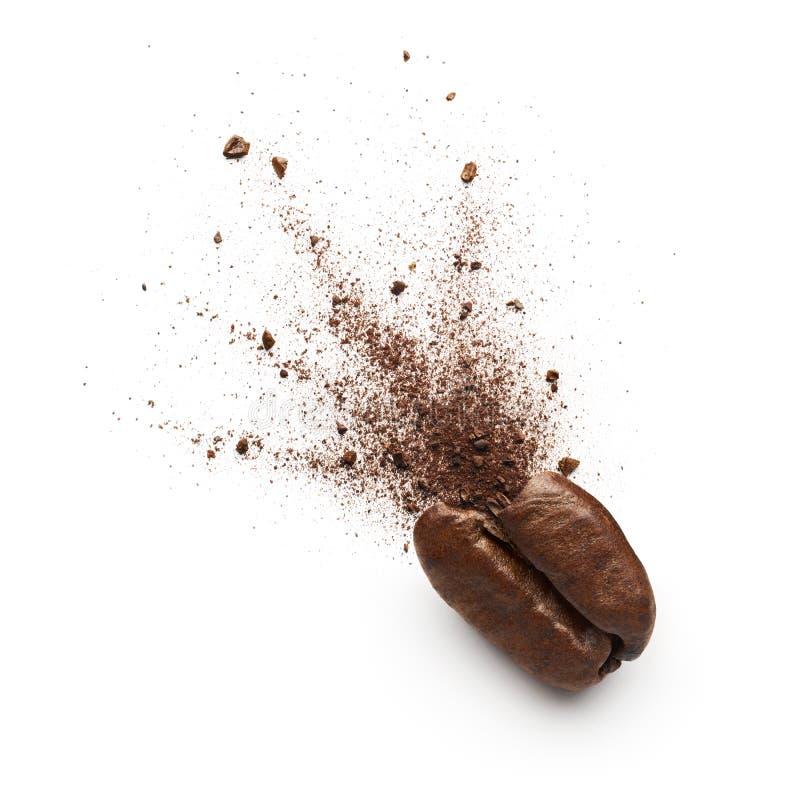 Порошок кофе разрыванный от кофейного зерна стоковые изображения