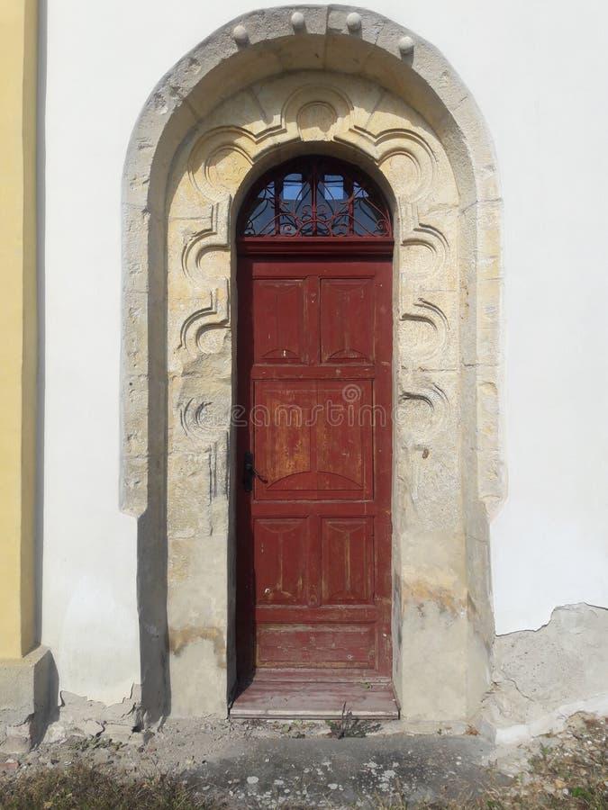 Портал двери собора туризма готический с сводом потолка в старой столице Праге d стоковые изображения