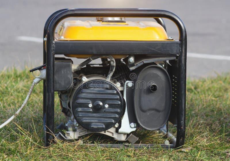 Портативный генератор бензина, конец-вверх, альтернатор, электричество, оборудование стоковое изображение