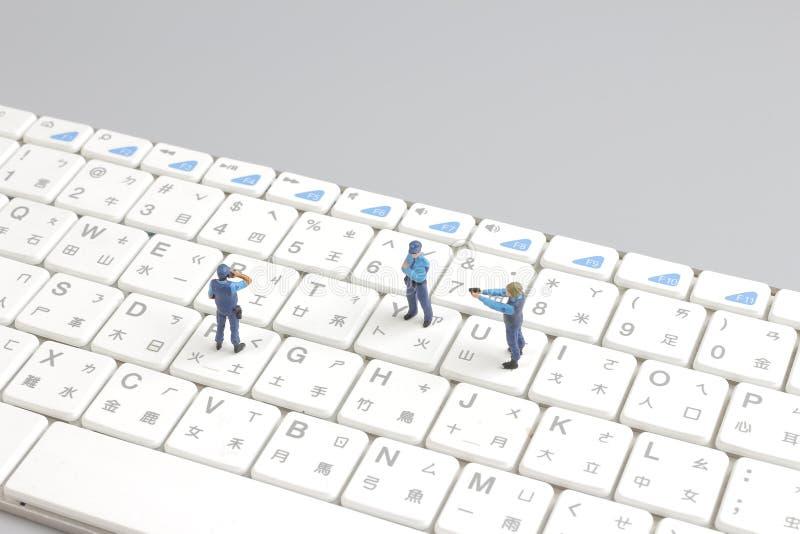 Портативный компьютер мини отряда полиции защищая стоковое изображение rf