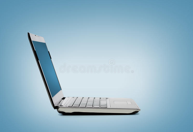 Портативный компьютер с пустым черным экраном бесплатная иллюстрация