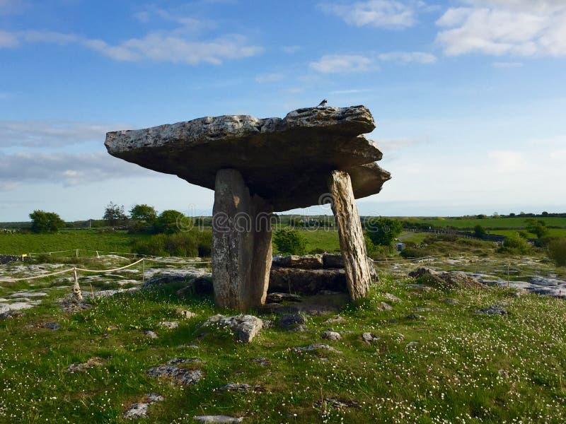 Портальная усыпальница на Burren стоковое изображение