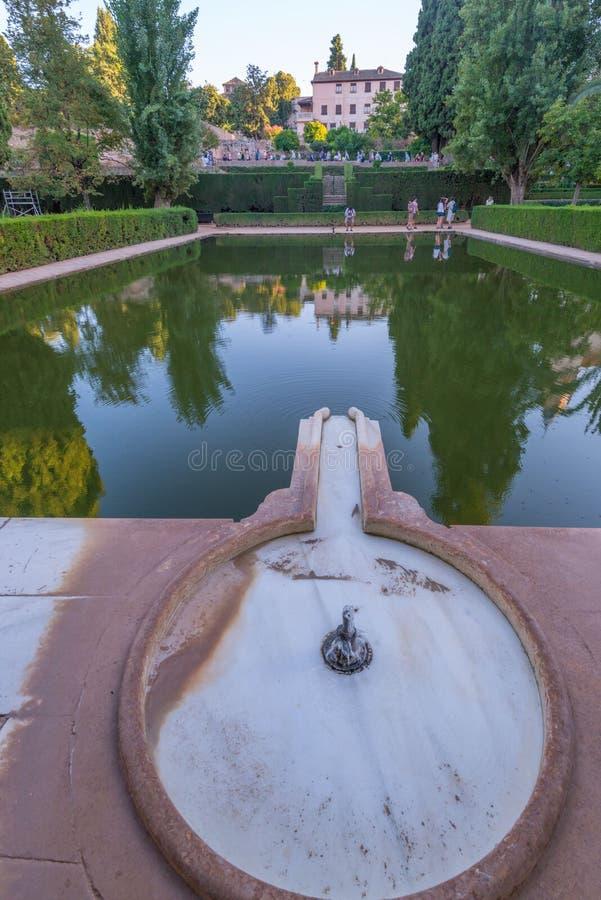 Портик дворца в El Partal в дворцах Nasrid садов, Альгамбра, Гранаде стоковое фото rf