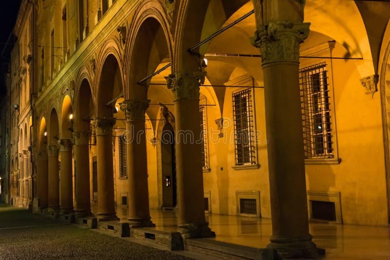 Портик к ноча, болонья Santo Stefano стоковая фотография