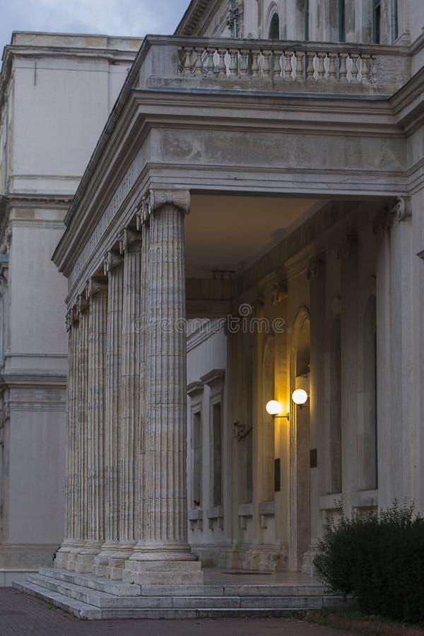 Портик факультета университета Стамбула технического кампуса архитектуры строя a K A Taskisla на Taksim, Стамбуле, Турции стоковое изображение rf