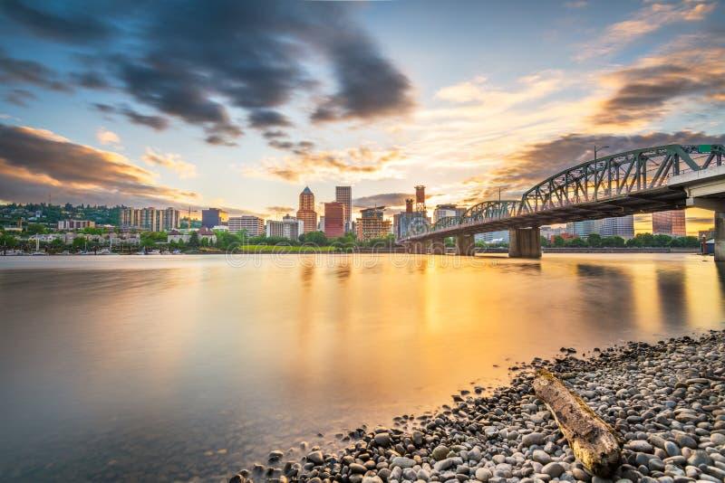 Портленд, Орегон, горизонт США на сумраке стоковая фотография rf