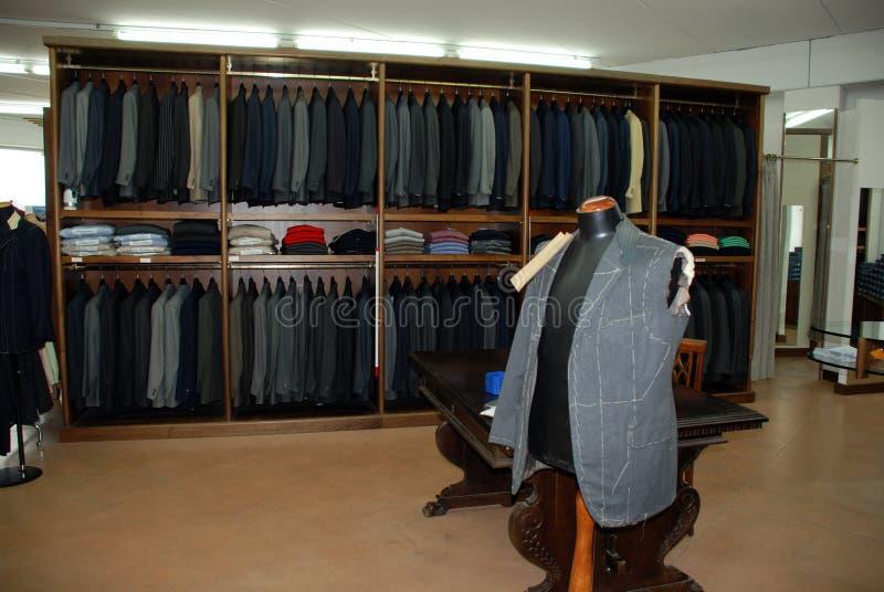портняжничать магазина человека s платья стоковое изображение