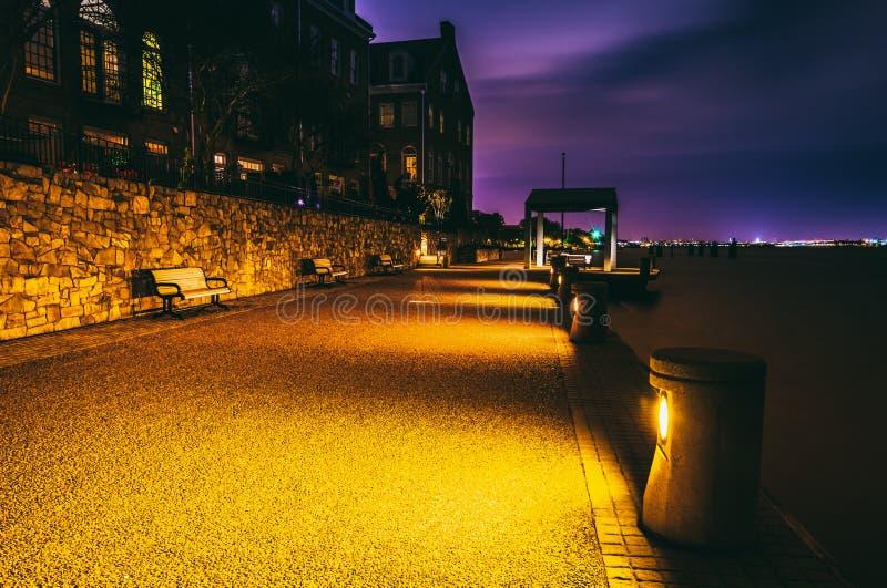 Портовый район на ноче в Александрии, Вирджинии стоковая фотография