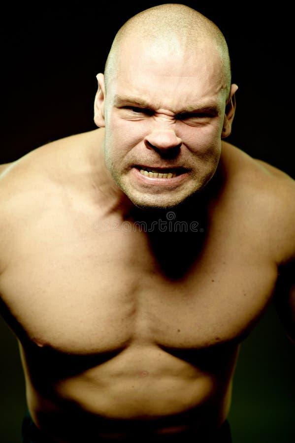 портрет агрессивныйого эмоционального человека мышечный стоковые фотографии rf