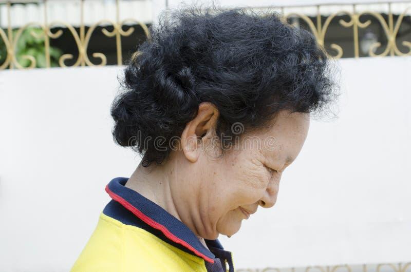 Портрет азиатского старшия стоковые изображения